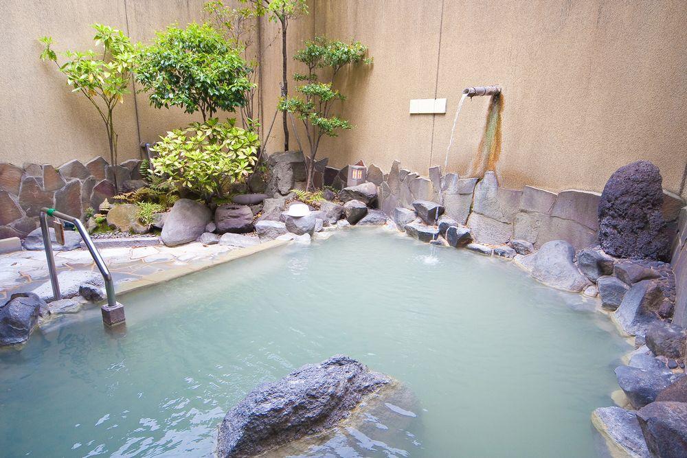 湯元ホテル男子大浴場露天風呂